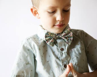 Green  Kids Tie, Children's bow tie, green floral bow tie, Liberty of London, green children's tie, toddler bow tie, ring bearer, floral tie