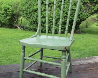 WOODEN CHAIR vintage GREEN carved painted wonderful aged chippy paint Occasional Side kitchen bedroom dining living room PiCkUp Chicago Area