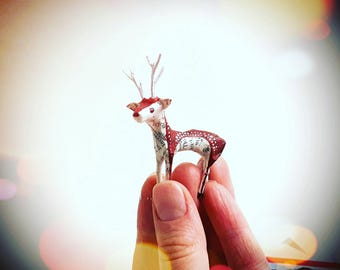 Timy Paper Deer - Set of 2 Little Paper Model Stags made from recycled book pages - Miniature Deer Ornament Handmade Christmas Decorations