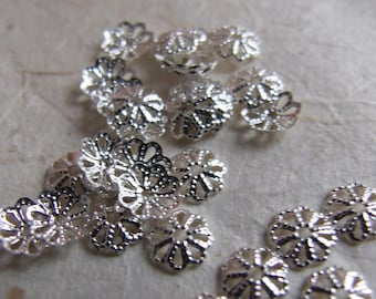 Floral cups perforated silver metal - 6 mm - set of 30