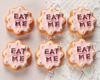 6 Pcs Wonderland Bitten Eat Me Cookie Cabochons - 22x22mm