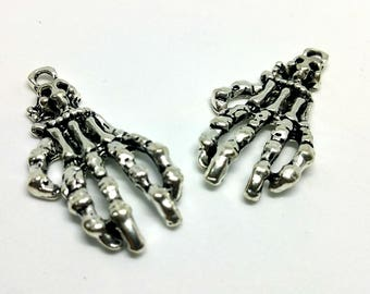 x 1 - hand skeleton - Halloween chill horror - silver plated charm