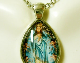 Blessed mother Mary teardrop pendant and chain - AP02-105