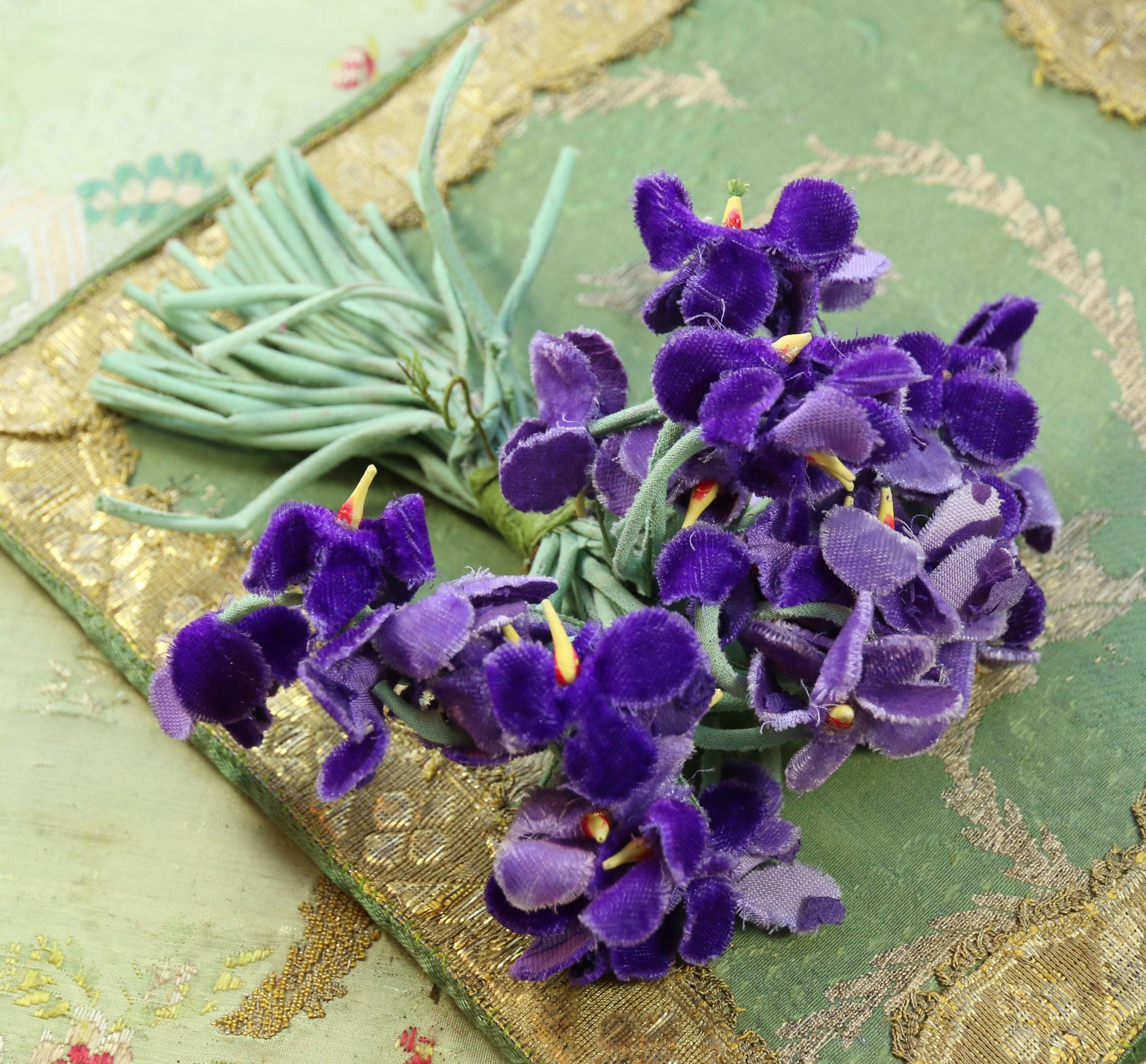 Hermosa gran posey vintage morado violetas sombreros flor ramillete ...