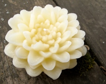 White Beeswax Dahlia candle
