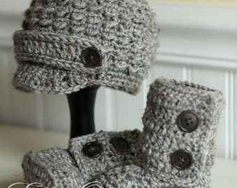 EllieOh's - Newborn Gift Set, cozy booties and newsboy hat