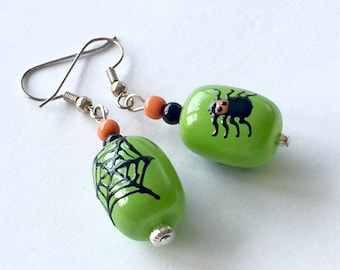 Green and black Halloween spider earrings, lampwork glass spiders, fun trick or treat earrings, Halloween earrings