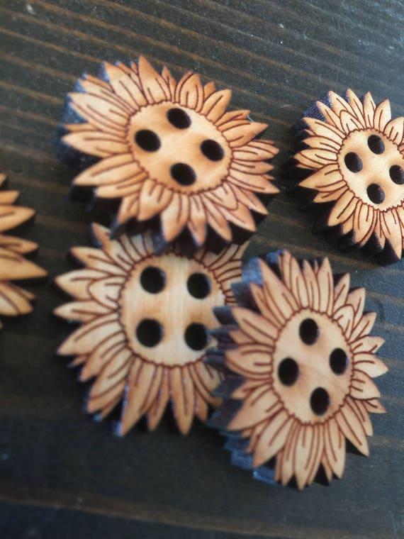 "Set of 5, 1"" Flower buttons"