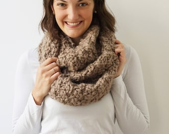 Scarf SOPHIE in Taupe | Loop Scarf | Chunky Knit