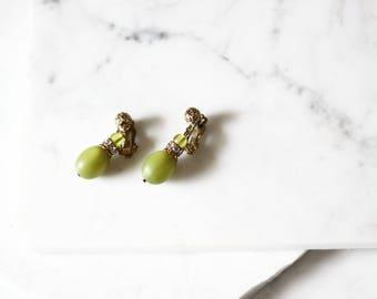 1960s green drop earrings // 1960s green earrings // vintage earrings
