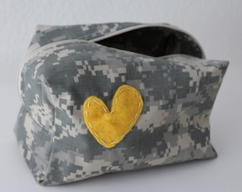 makeup / toiletry bag -- US Army - ACU camouflage material