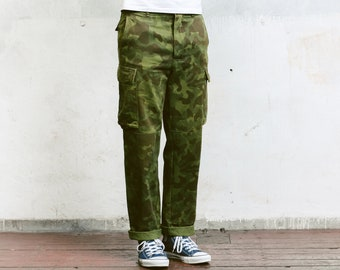 Men Army Camo Pants . Vintage Military Style Work Trousers Khaki Pants 90s Army Trousers Mens Cargo Pants Vintage Army Pants . size Medium