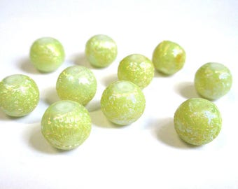 10 pearls light green shiny glass 10mm (O-17)