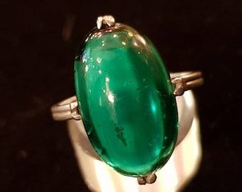 Art Nouveau and its emerald green Crystal cabochon ring.