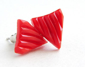 Triangle Studs, red triangle post earrings, vintage Red glass triangle post earrings, vintage mod geometric stud earrings