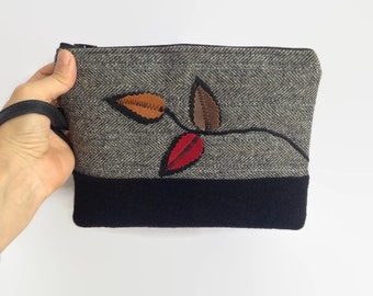 Wristlet, Wool and Leather Wristlet, Wristlet wallet, Leather clutch purse, Wool clutch bag, Bridesmaids clutch, Mothers day gift, Clutch
