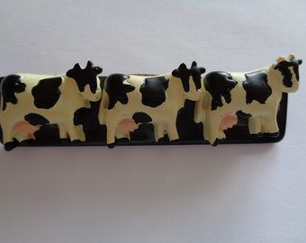 Fabulous Unsigned Vintage Large Resin Trio of Dairy Cows Brooch/Pin