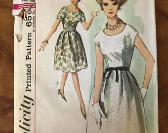 Simplicity 4982 - 1960s Scoop Neck Dress with Flared Skirt in Knee Length - Size 16 Bust 36