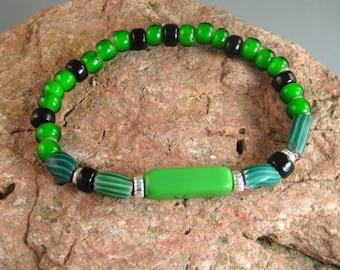Mens trade bead bracelet, green and black bracelet, stretch bracelet, stacking bracelet, Native American beaded bracelet, mens jewelry