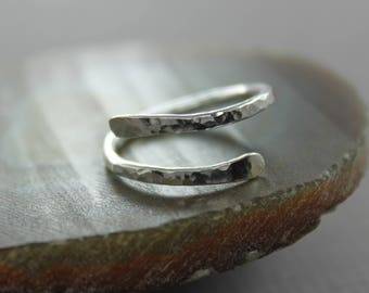 Textured hammered sterling silver spiral ring - Spiral ring - Minimalist ring - Loop ring - Gift for her - RG008