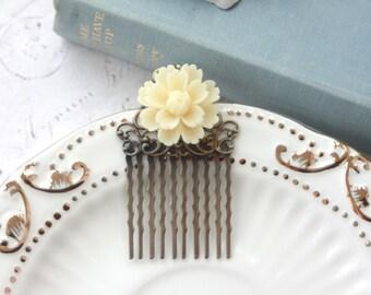 Ivory Creamy Chrysanthemum Daisy Flower Hair Comb. Bride Hair Comb, Bridesmaids Gift, Cream Ivory Colour Wedding Comb. Vintage Inspired.