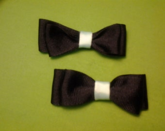 2in tuxedo bow with a color center