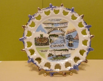 Collectors Plate from, Canada, Souvenir with 5 Landmarks