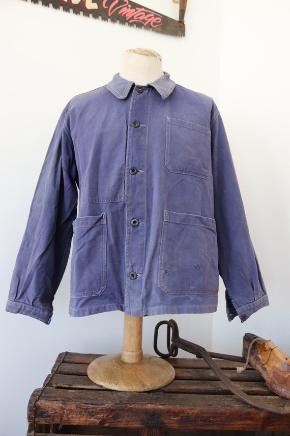 """Vintage 1950s 50s french bleu de travail blue cotton twill chore work jacket workwear 46"""" chest sun faded darned repaired (9)"""