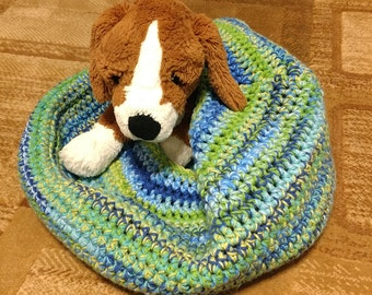 Medium crocheted bed for cats/dogs/pets (meadow stripe)