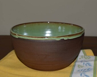 Mixing bowl, serving bowl, vegetable dish, pasta bowl, green pottery, batter bowl, salad bowl, dessert bowl, pottery bowl