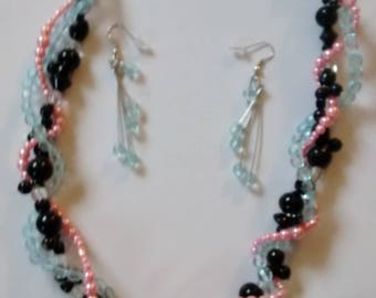 Handcrafted original bead weave. 3 string twist. Pink pearl. Glass.