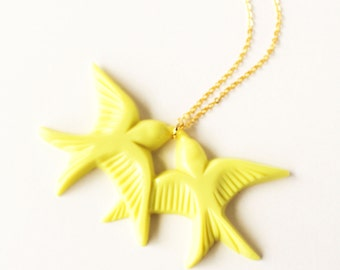 Neon yellow vintage plastic swallow love birds gold necklace
