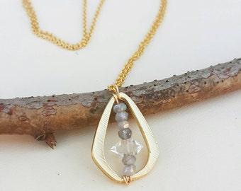 Collier en plaqué or avec pendentif diamant de Herkimer et labradorite