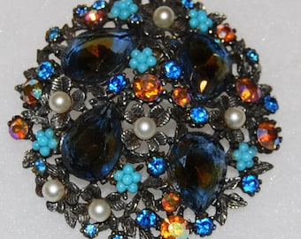 georgeous signed art brooch