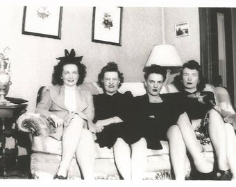 "Vintage Snapshot ""Family Photo"" Women Lined Up On The Couch 1940'sFound Vernacular Photo"