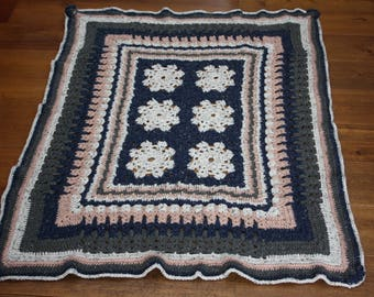 Crochet rug in pastel shades.