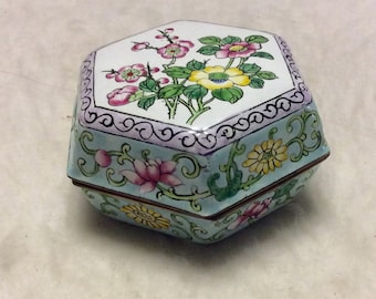 Chinese enameled ceramic gold trim trinket jewelry box.