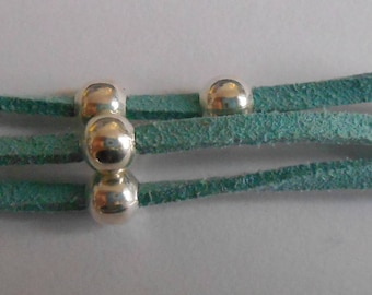 Bracelet 3 strands of turquoise suede with silver beads