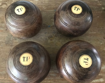 Set of 4 vintage gaïac lawn balls