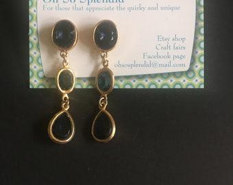 Vintage earrings. Dangle / drop. Blue glass gems in gold tone setting. For pierced ears.