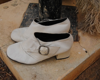 Cupid Vintage 1970 White Leather Shoes with Buckles Love