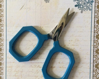 BLUE small embroidery scissors for knitting, cross stitching, needlepoint, crafts
