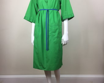green cotton day dress w/ patch pockets, 3/4 sleeves & contrast stitching 70s