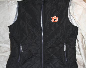 "Vintage Undated ""J. America Quality Sportswear Since 1992"" Auburn University Sleeveless Padded Vest!  Zips!  100% Polyester!  Size Medium"