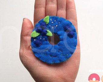 broche donut myrtille avec sucre sprinkles, broche de feutre alimentaire
