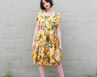 Vintage 1950s Tulip Novelty Print Dress / 1950s Cotton Dress / MARY CHARMAINE Dress / S/M