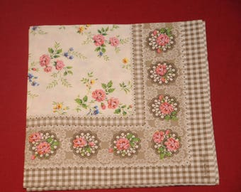 "paper flowers ""the little roses"" theme towel"