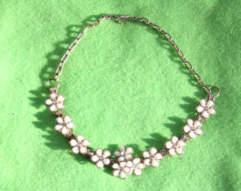 Vintage White Flowers Choker Necklace