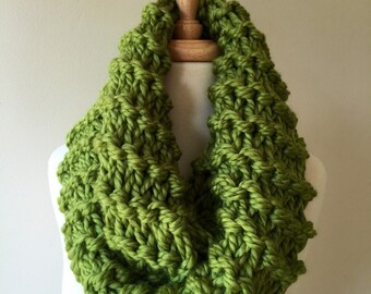 Thick green cowl scarf, chunky scarf, apple green, fall accessories, chunky knit infinity scarf, bulky scarf cowl, looped scarf, infinity