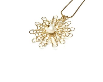 Gold Fill and Pearl Flower Necklace, Minimalist Golden Sun pendant, Delicate Necklace with pearl, Crochet flower necklace, Knitted Flower